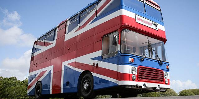 בדיוק עם האיחוד: האוטובוס של הספייס גירלז מוצע להשכרה ב-Airbnb
