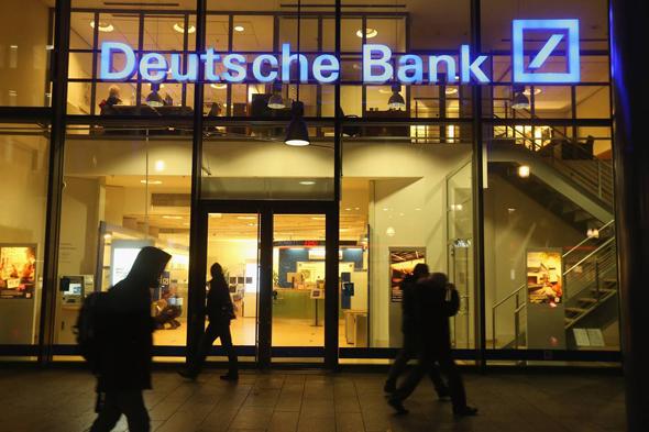 """סניף של דויטשה בנק בברלין. רגולטור בכיר: """"ההגבלות הללו יהיו המסמר האחרון"""", צילום: גטי"""
