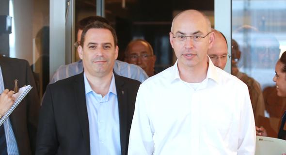 עורכי הדין נדב ויסמן ועמית בכר בכינוס החירום