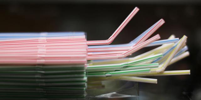 רשת פתאל תפסיק להגיש קשיות מפלסטיק החל מ-1 בינואר