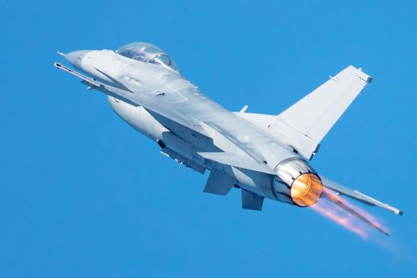 מטוס F16 אמריקאי מטפס במבער פתוח, צילום: tradestation