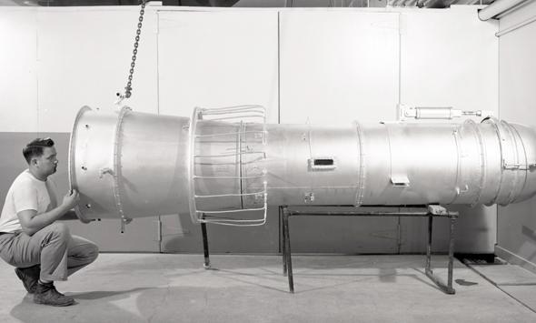 ניסוי מנוע סילון בעל מבער אחורי, שנערך בשנות החמישים, צילום: NASA