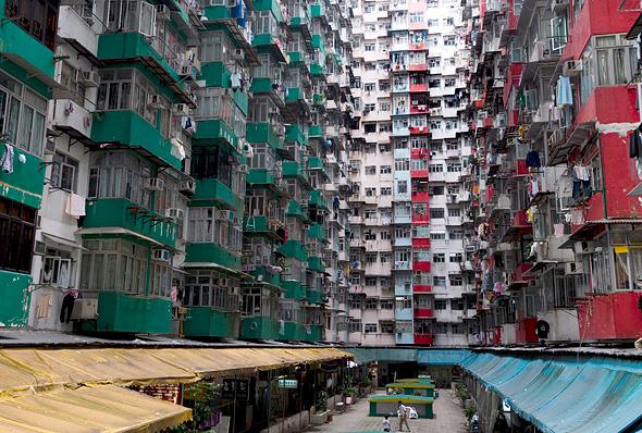צפיפות הדיור בהונג קונג. המחירים בשמיים