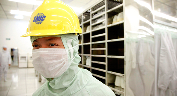 עובד ביצרנית השבבים הסינית SMIC