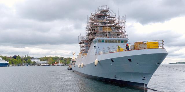 בתוך ים השאלות השיקה טיסנקרופ את ספינת האבטחה הראשונה של חיל הים