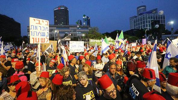 Protest against immunity bill in Tel Aviv. Photo: Motti Kimchi