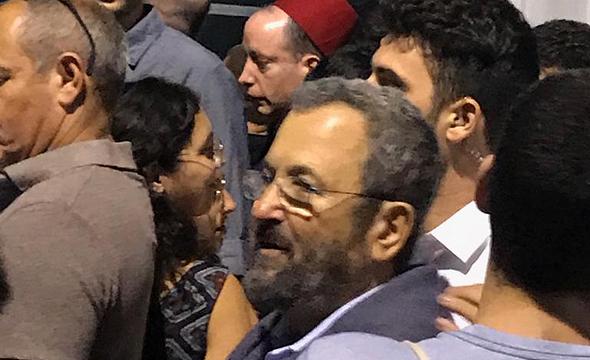 אהוד ברק בהפגנה