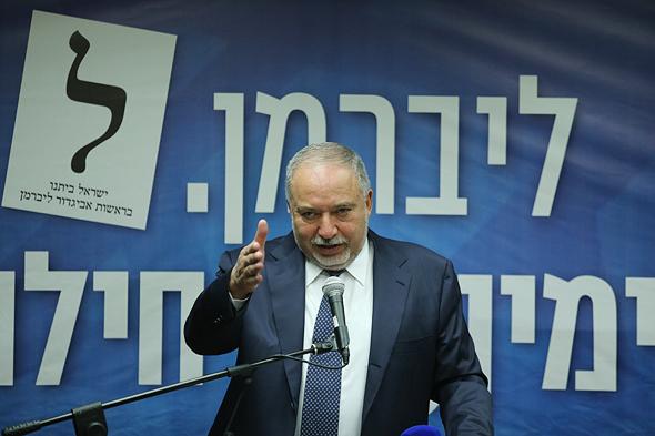 """יו""""ר ישראל ביתנו אביגדור ליברמן ב מסיבת עיתונאים 27.5.19, צילום: אלכס קולומויסקי"""