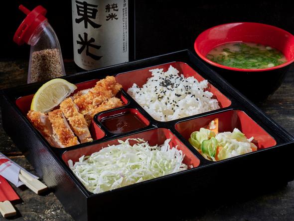 מנטנטן, מרק מיסו, שניצל יפני, אורז לבן וחמוצים