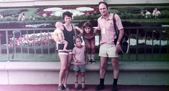 1975. רן מידן בן ה־5 עם הוריו אילנה ובני ואחיו נעמה וגיא, ג