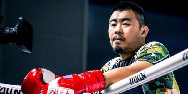 """""""הכלב המשוגע"""" של אומנויות הלחימה בסין מנצח בזירה אך הפסיד מול הרשויות"""