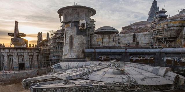 זה קורה: פארק מלחמת הכוכבים נפתח בדיסנילנד קליפורניה