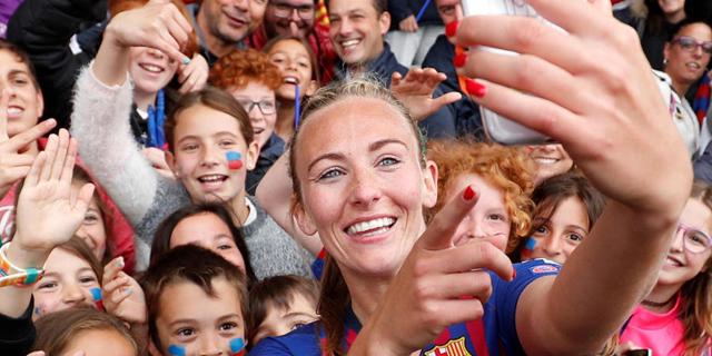 איך הופכים את כדורגל הנשים לעסק מניב