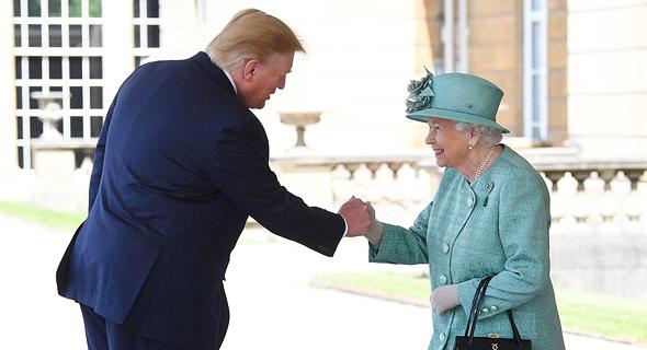 טראמפ עם מלכת אנגליה