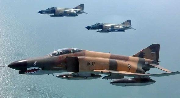מטוסי פאנטום איראניים בטיסה במבנה, צילום: Business Insider