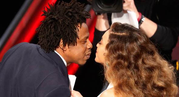 ג'יי. זי מנשק את ביונסה