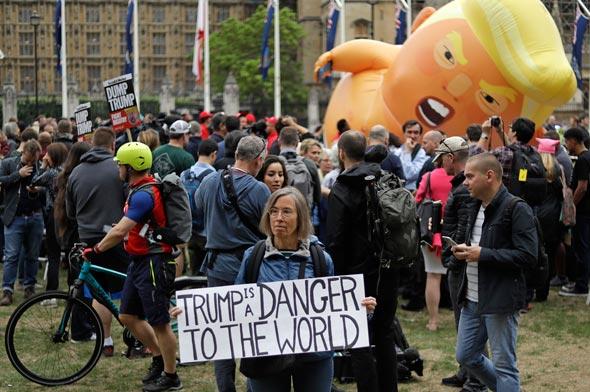 הפגנה בלונדון נגד דונלד טראמפ, צילום: איי פי