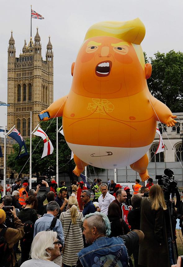 בלון בייבי טראמפ בהפגנה בלונדון, צילום: איי אף פי