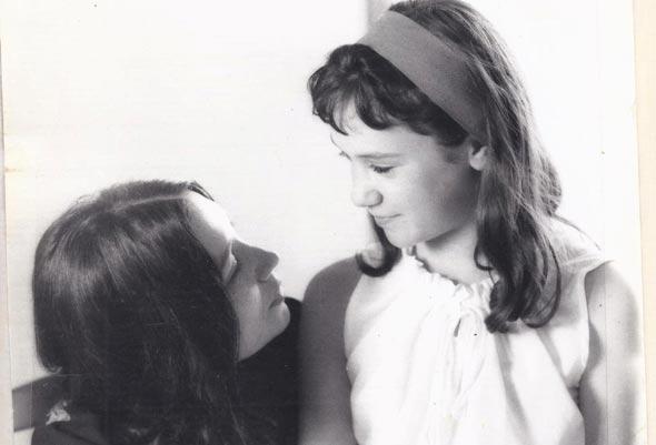 ללי שמר בילדותה עם אמה, צילום: יעקב אגור