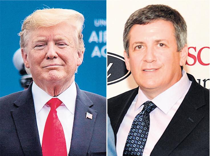 אנדרו אינטרטר (מימין), קרוב רחוק של וקסלברג, הוא החוליה המקשרת בין כספי האוליגרך למייקל כהן, עורך הדין של טראמפ (משמאל). חשד שהכסף הרוסי שימש לתשלום דמי שתיקה מטעם טראמפ לנשים