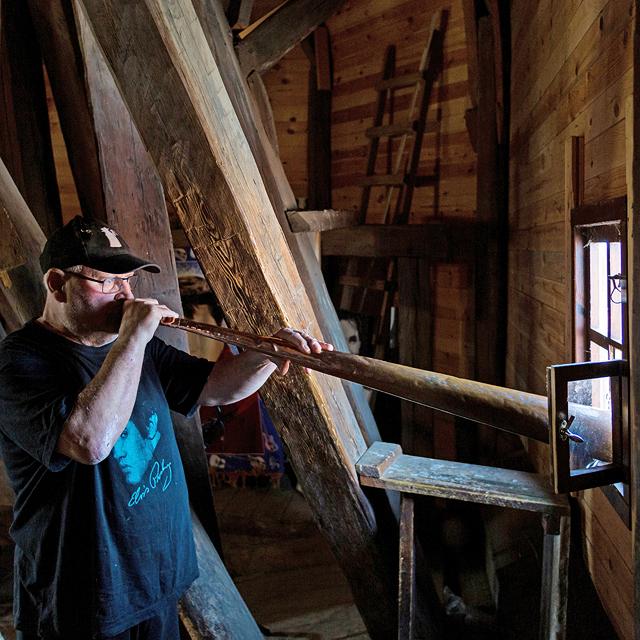 מוסף שבועי 6.6.19 האחרון שיכבה את החצוצרה רולנד בויי תוקע ב קרן, צילום: רועי דורי