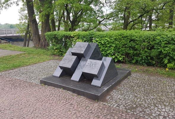 אנדרטה לזכר מרדכי אנילביץ