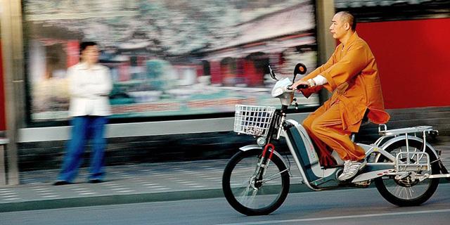 ממלכת האופניים החשמליים הסינית בולמת את המהירות