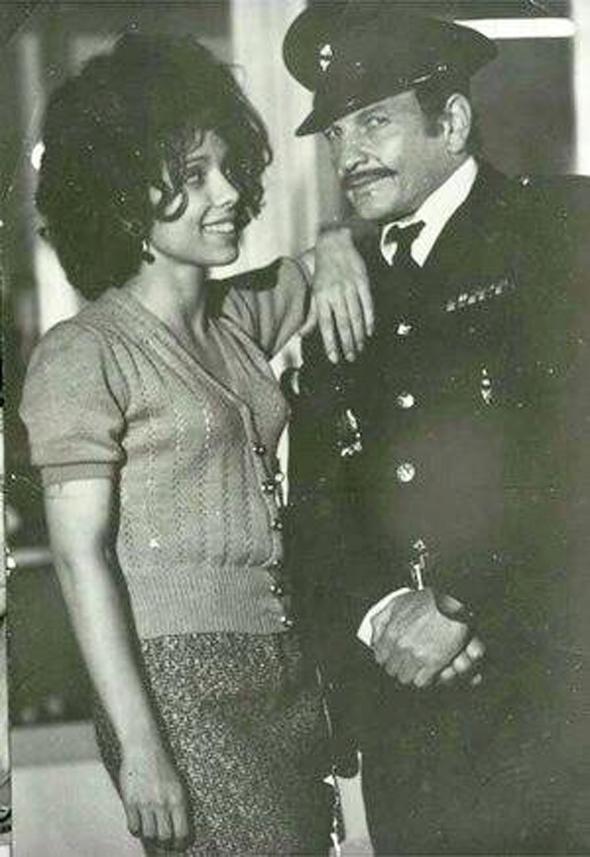 ניצה שאול ושייקה אופיר בשוטר אזולאי, צילום: באדיבות תיאטרון