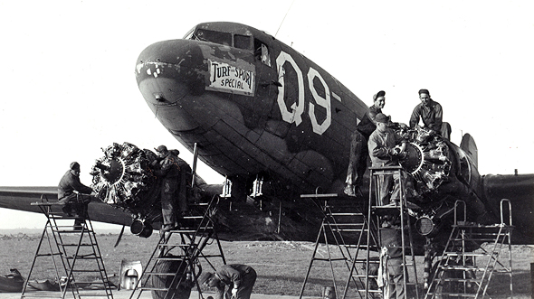 מטוס דקוטה בטיפול טכני