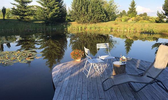 האגם באחוזת Haus Masur, צילום: Eva Grz