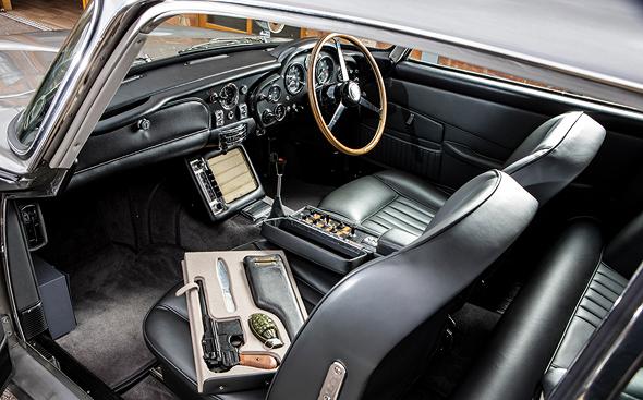רכב האסטון מרטין 1965. מבט מבפנים