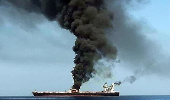 הפגיעה במכלית הנפט, צילום: איי אף פי