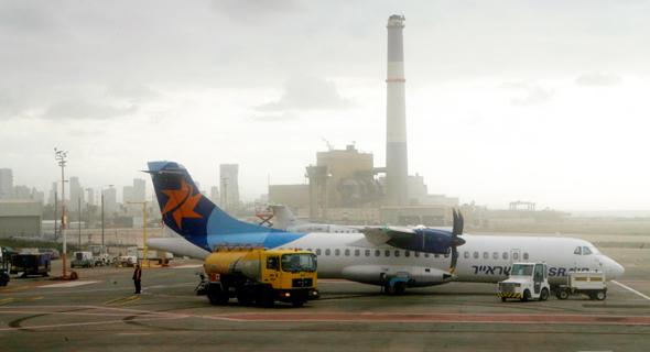 שדה דב. הכנסת חוקקה חוק כדי שפינוי שדה התעופה האזרחי יתבצע במקביל לפינוי הבסיס הצבאי