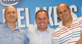 בוב סוואן (במרכז), צילום: עזרא לוי