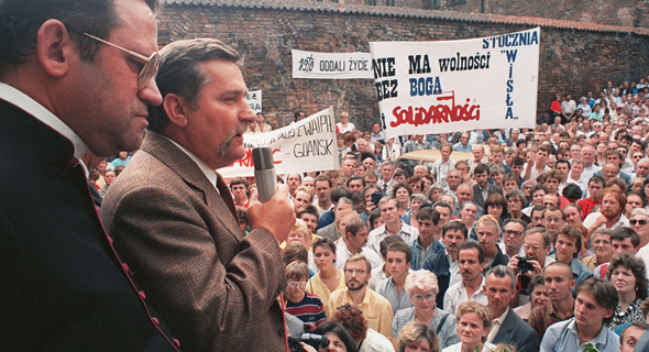 לך ולנסה בהפגנה של סולידריות ב-1988 , צילום: AFP