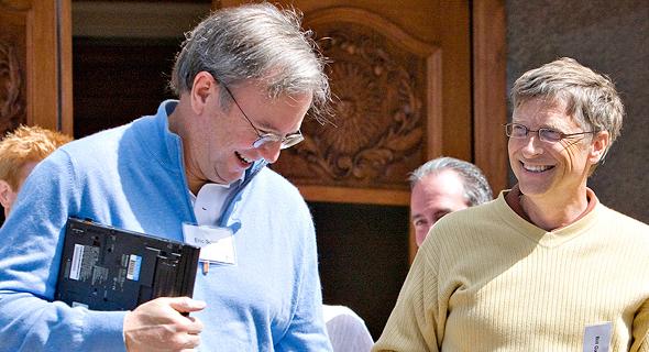 מימין ביל גייטס מ מיקרוסופט ו אריק שמידט מ גוגל, צילום: בלומברג