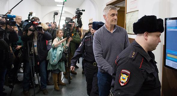 מייקל קלווי בבית משפט במוסקבה. טענות ללחץ מצד הממשל