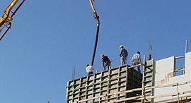 יציקת בטון באתר בנייה