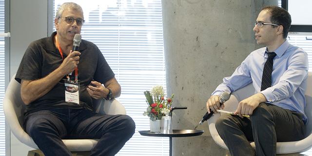 עומר כביר בשיחה עם אהרון מנקובסקי מפיטנגו, צילום: עמית שעל
