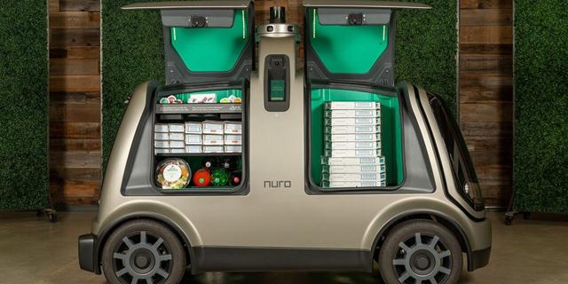 רכב משלוחים אוטונומי Nuro  עם דומינו