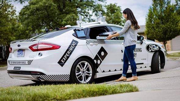 רכב פורד אוטונומי של פיצה דומינו'ס
