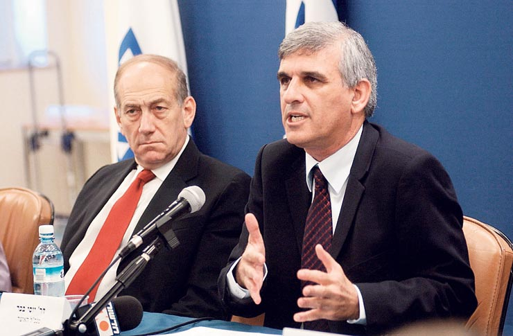 """עם אולמרט, 2005. """"היה שר וראש ממשלה מצוין. הוא הפסד גדול לעם ישראל"""", צילום: אלכס קולומויסקי"""