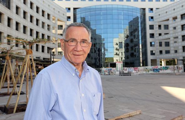 """ראש העיר הרצליה, משה פדלון. """"הבנייה לגובה תאפשר יצירת שטח ציבורי רחב ידיים"""", צילום: עזרא לוי"""