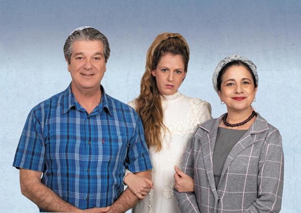 משתתפי ההצגה. מימין: ענת וקסמן, אפרת בוימולד ואבי קושניר, צילום: אילן בשור