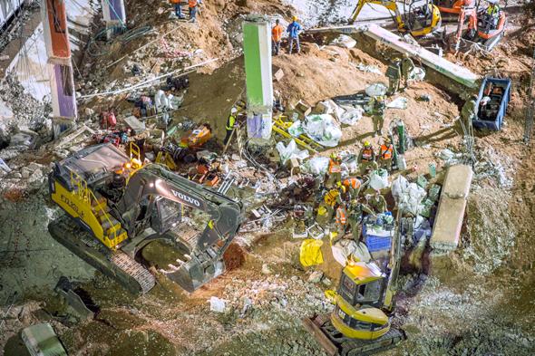 אסון קריסת החניון התת קרקעי ברחוב הברזל, צילום: יובל חן