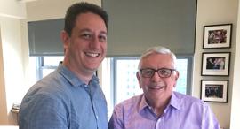 """מימין: דיוויד סטרן ומנכ""""ל WSC דניאל שיכמן, צילום: WSC Sports"""