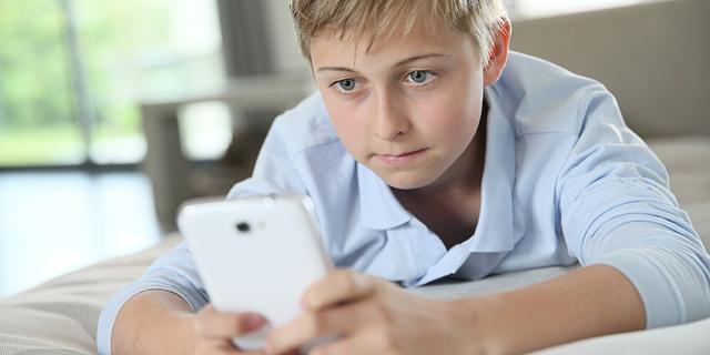 נופלים כמו גדולים: כך התברר ש-13 הוא גיל מוקדם מדי לבגרות מקוונת