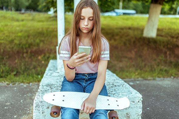 האם היא מודעת להשלכות של מה שהיא מפרסמת? , צילום: שאטרסטוק