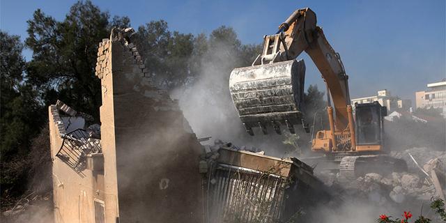 """הריסת מבנה זירת הנדל""""ן, צילום: אוראל כהן"""