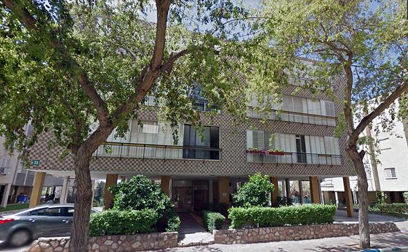 רחוב בורוכוב 35 ברעננה. הדיירים הסרבנים חויבו לחתום על המסמכים, צילום:  Google Street View